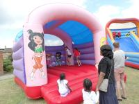 200_Playday%202014%20-%20Bouncy%20castle[1]